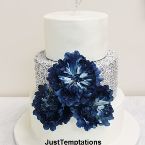 silver confetticake with blue flowers