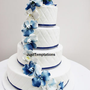 blue floral an white wedidng cake