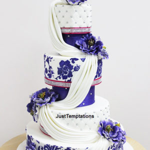 blue nad white wedding cake