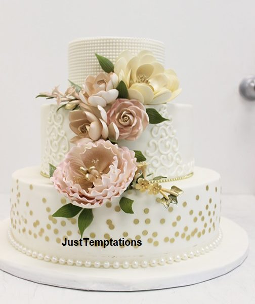 3 tiered wedding cake with pearls