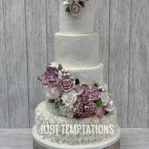 4 tier pearl wedding cake
