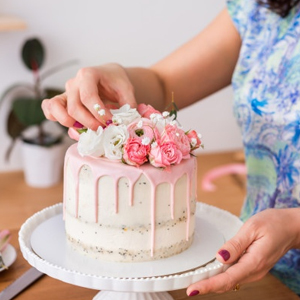 How to choose the right cake for a special Occasion?